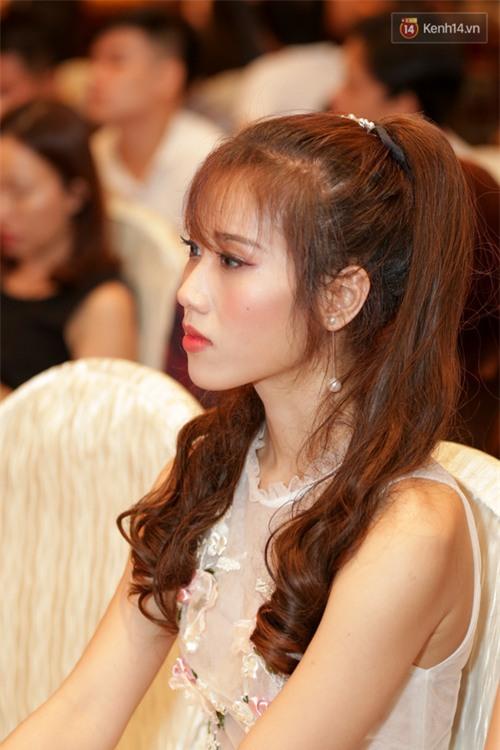Bất ngờ trước vẻ ngoài kém sắc, già dặn của loạt thí sinh Hoa hậu Hoàn vũ Việt Nam 2017 ngoài đời thật - Ảnh 9.