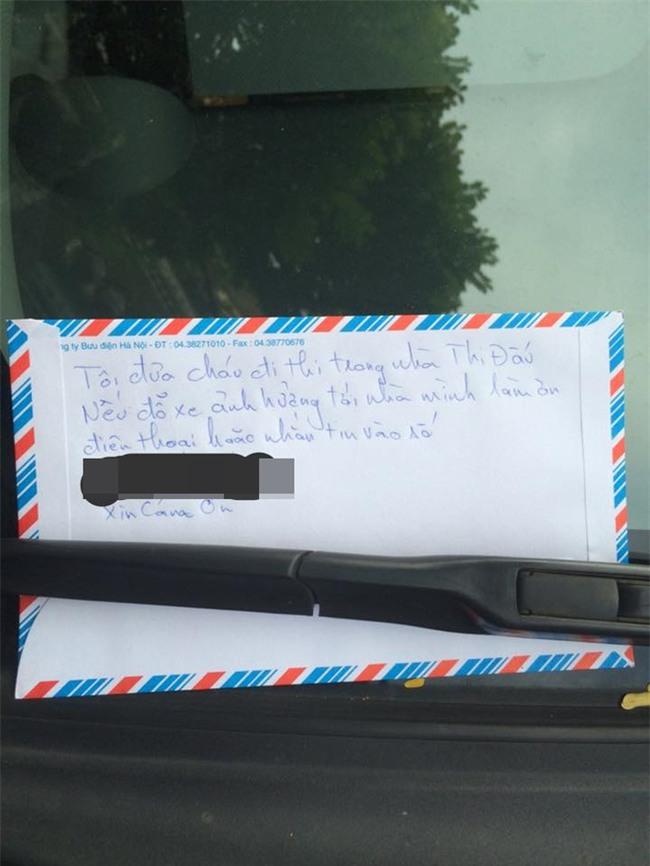 Đỗ nhờ xe trước cửa nhà người khác, khi quay về tài xế nhận được phản hồi bất ngờ - Ảnh 1.