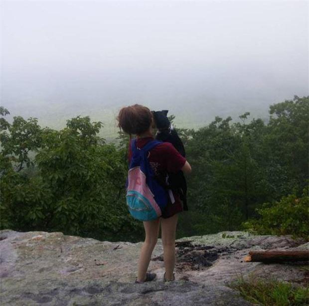 Bức hình ám ảnh của cô gái được chụp ngay trước khi bị bạn trai đẩy xuống khỏi vách đá và chết thương tâm - Ảnh 2.