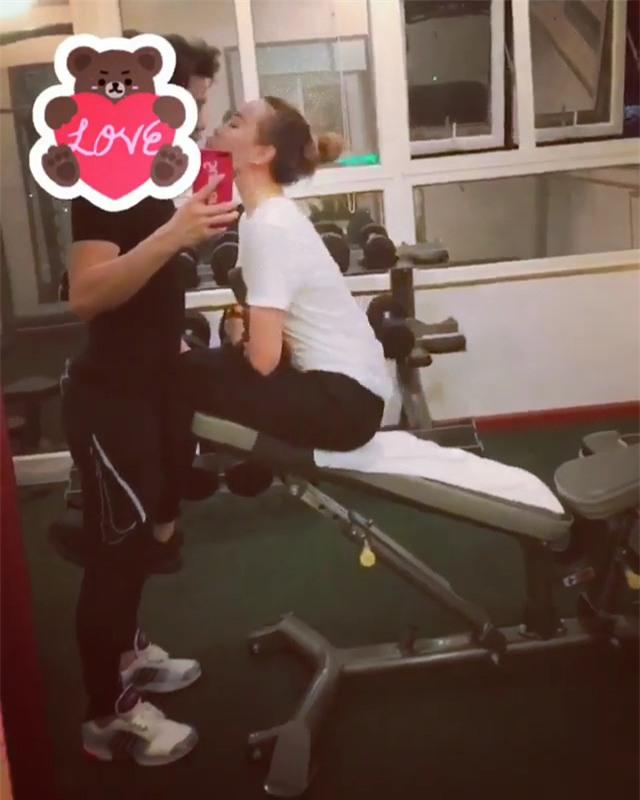 Diễn viên Quỳnh Thư gây shock khi vừa thể dục vừa khóa môi bạn trai-1