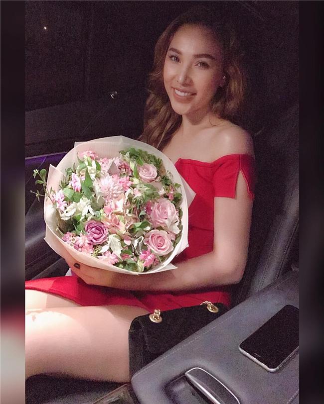 Diễn viên Quỳnh Thư gây shock khi vừa thể dục vừa khóa môi bạn trai-3