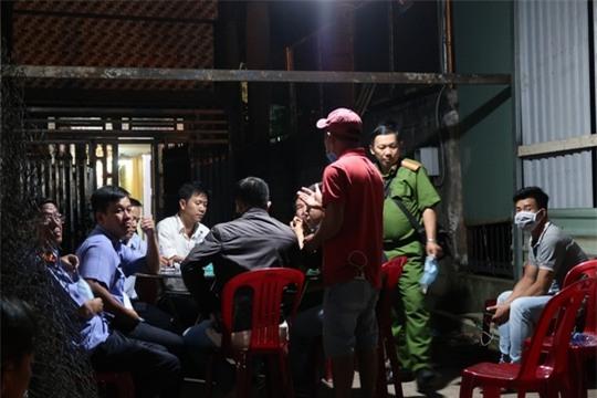 Bắt khẩn cấp kẻ giết người bỏ vào tủ ở Sài Gòn - Ảnh 1.