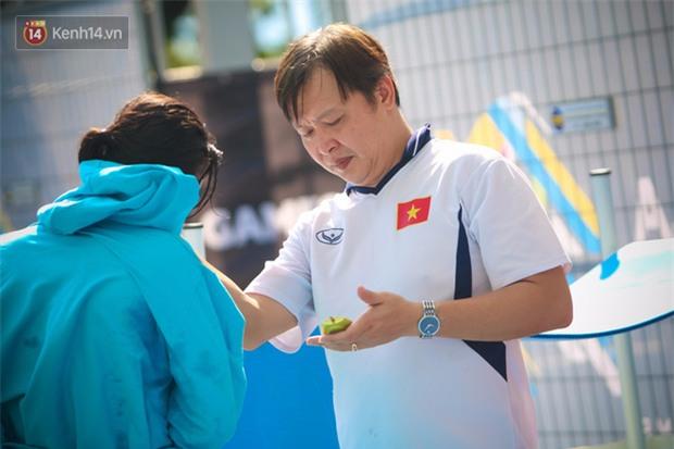 Ánh Viên thư giãn bên đồng đội, chờ gặt vàng SEA Games - Ảnh 4.
