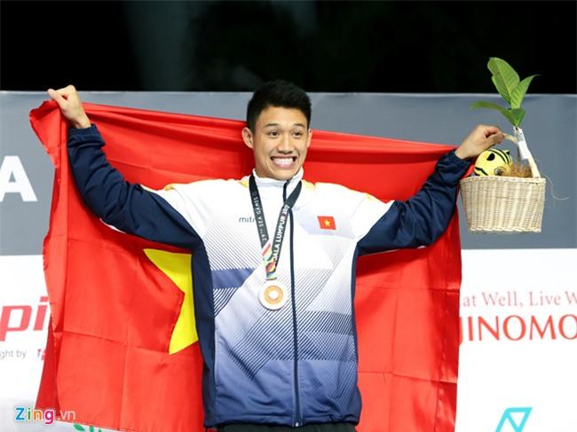 Cha me Paul Le Nguyen tu My den Malaysia xem con thi dau SEA Games hinh anh 3