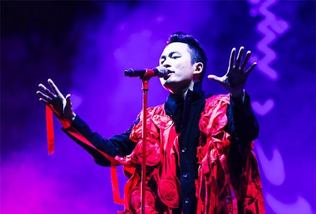 Đàm Vĩnh Hưng bức xúc, dùng nhiều từ ngữ nặng nề mắng nhiếc ca sĩ Tùng Dương - Ảnh 1.
