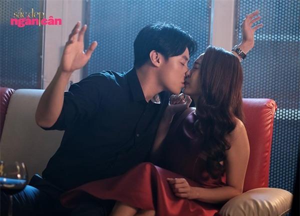 Những màn khóa môi nóng bỏng của Rocker Nguyễn khi cân bộ ba mỹ nhân Việt-2