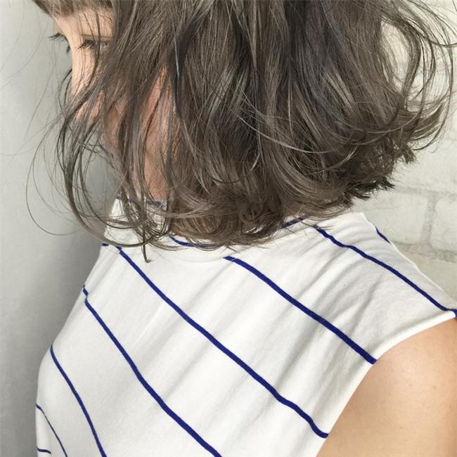 4 màu tóc khói mà nàng công sở nhuộm thoải mái không sợ nổi - Ảnh 7.