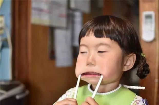 Bị mẹ dìm hàng không thương tiếc nhưng biểu cảm mặt xấu của cô bé 5 tuổi vẫn khiến dân mạng điêu đứng - Ảnh 29.