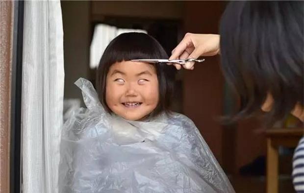 Bị mẹ dìm hàng không thương tiếc nhưng biểu cảm mặt xấu của cô bé 5 tuổi vẫn khiến dân mạng điêu đứng - Ảnh 5.