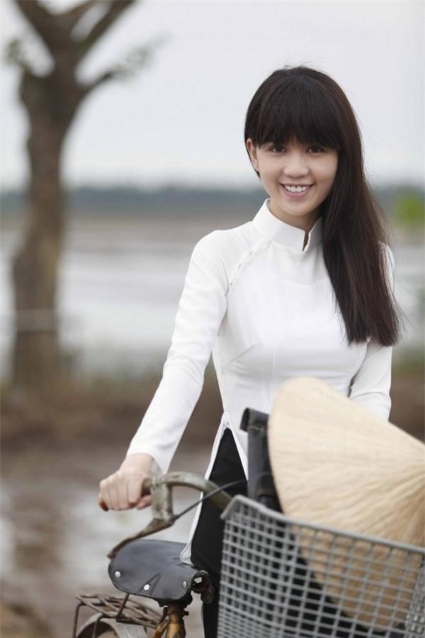 Hình ảnh Ngọc Trinh trong bộ phim Vòng eo 56 do cô sản xuất, đóng vai chính khiến không ít người cảm động. - Tin sao Viet - Tin tuc sao Viet - Scandal sao Viet - Tin tuc cua Sao - Tin cua Sao