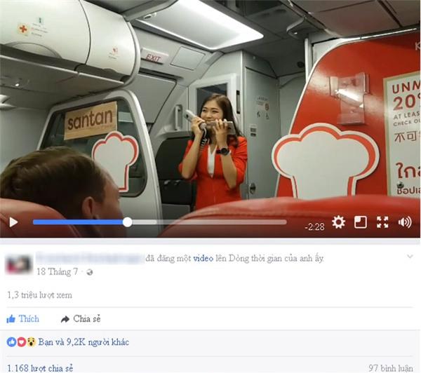 Nữ tiếp viên xinh đẹp người Thái hát trên máy bay gây bão Facebook-1