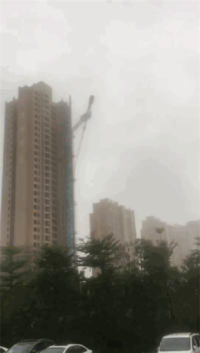 Những hình ảnh khủng khiếp khi siêu bão mạnh nhất trong vòng 5 năm đổ bộ vào Trung Quốc - Ảnh 6.