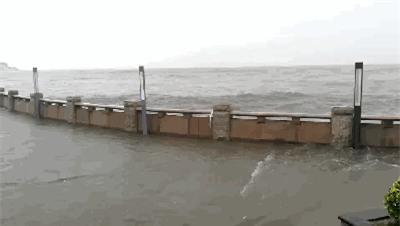 Những hình ảnh khủng khiếp khi siêu bão mạnh nhất trong vòng 5 năm đổ bộ vào Trung Quốc - Ảnh 10.