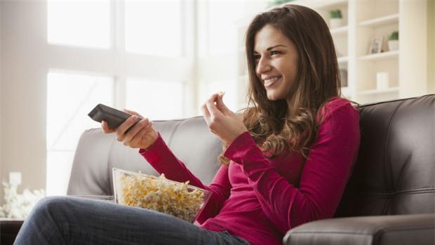 Nếu bạn có thói quen này khi ăn thì nên bỏ ngay để sức khỏe không bị gây hại nghiêm trọng - Ảnh 2.