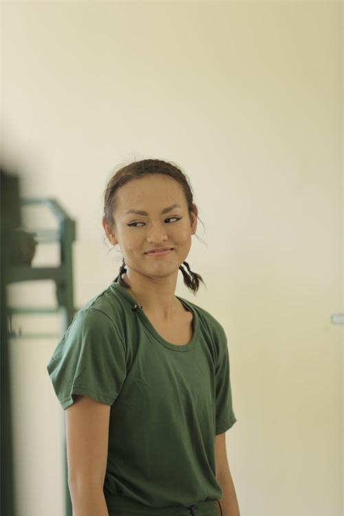 Sao nhập ngũ: Mai Ngô hoang mang khi phải tắm chung, mong được make-up khi ghi hình - Ảnh 2.