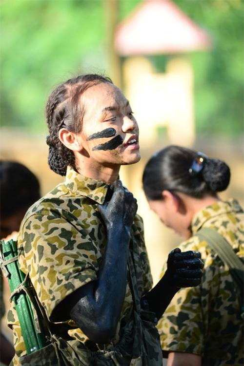 Sao nhập ngũ: Mai Ngô hoang mang khi phải tắm chung, mong được make-up khi ghi hình - Ảnh 7.