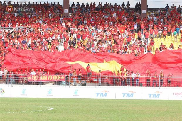 Công Phượng mắt đỏ hoe trong ngày U22 Việt Nam chia tay SEA Games 29 - Ảnh 2.