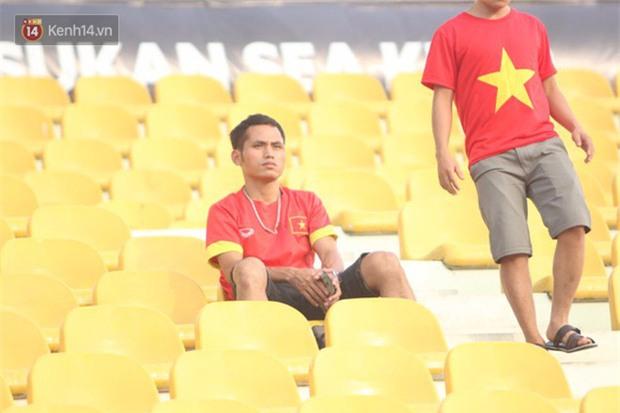 Công Phượng mắt đỏ hoe trong ngày U22 Việt Nam chia tay SEA Games 29 - Ảnh 12.