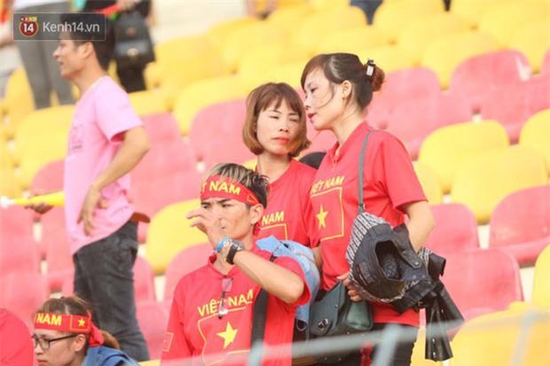 Công Phượng mắt đỏ hoe trong ngày U22 Việt Nam chia tay SEA Games 29 - Ảnh 17.