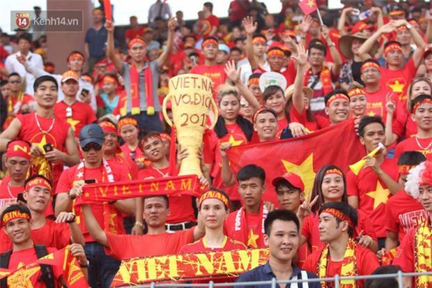 Công Phượng mắt đỏ hoe trong ngày U22 Việt Nam chia tay SEA Games 29 - Ảnh 3.
