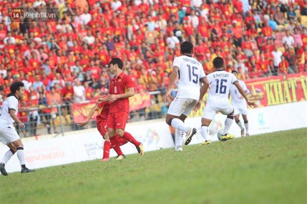 Công Phượng mắt đỏ hoe trong ngày U22 Việt Nam chia tay SEA Games 29 - Ảnh 9.