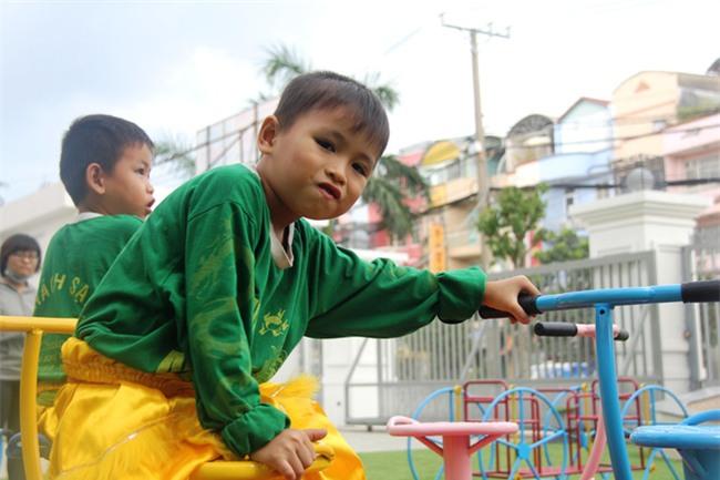 Hai bé trai 4 và 5 tuổi nghi bị mẹ bỏ rơi dưới chân cầu: Nửa đêm tỉnh giấc khóc đòi mẹ - Ảnh 15.