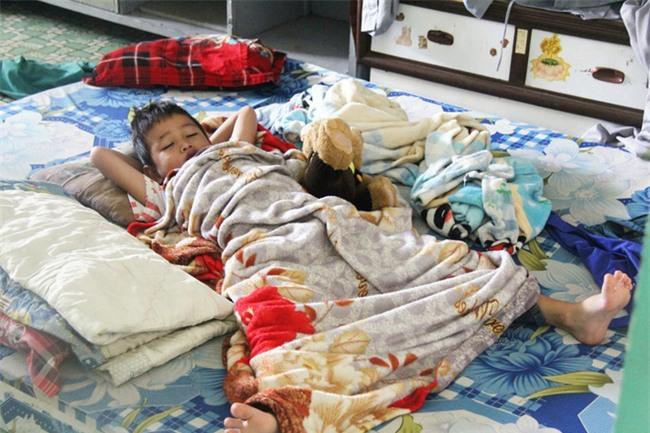 Hai bé trai 4 và 5 tuổi nghi bị mẹ bỏ rơi dưới chân cầu: Nửa đêm tỉnh giấc khóc đòi mẹ - Ảnh 17.