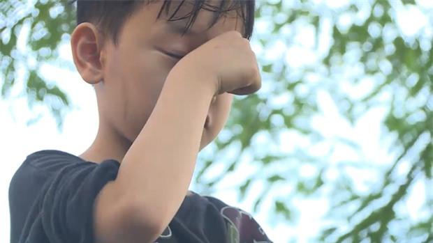 Bố ơi: Bị bố mắng té tát, con trai MC Hồng Phúc xị mặt, định bỏ đi thật xa - Ảnh 3.
