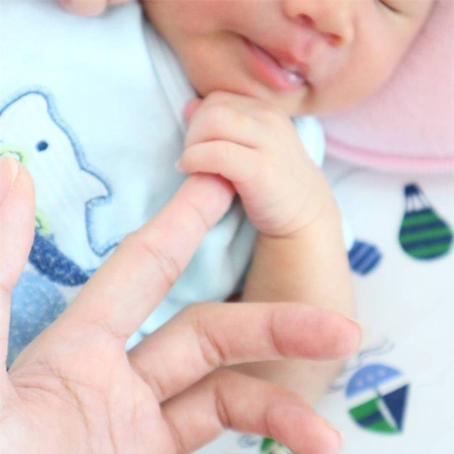 Bé gái 2 tháng tuổi tử vong khi ngủ cùng mẹ - thêm lời cảnh báo về hội chứng đột tử ở trẻ sơ sinh - Ảnh 1.