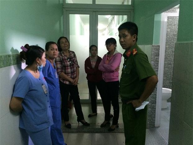 Đẻ trong nhà vệ sinh bệnh viện, người phụ nữ bỏ con vào thùng rác - Ảnh 2.