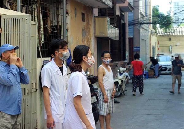 Hà Nội: Nữ cán bộ Y tế đi phun thuốc phòng chống SXH bị dân đánh rách miệng - Ảnh 1.