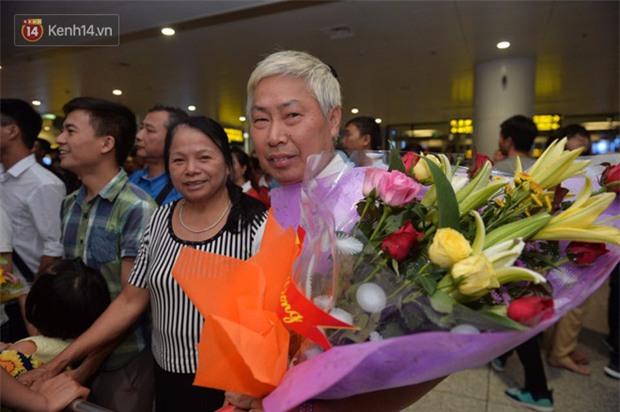 Quá ít người hâm mộ chào đón đội tuyển nữ Việt Nam về nước - Ảnh 5.