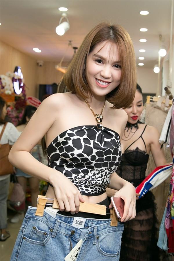 Dàn mỹ nhân Việt chết mê mốt quấn khăn thành áo vô cùng gợi cảm-2