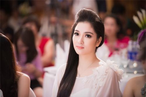 Nguyễn Thị Huyền, hoa hậu, làng sao
