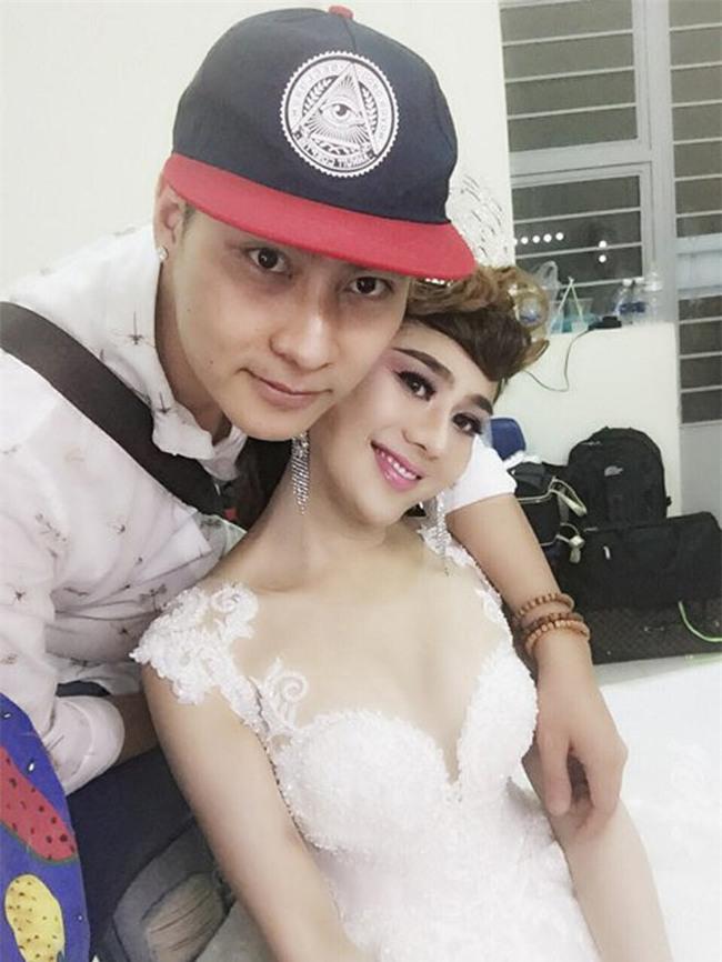 "lam khanh chi: chan doi nghe danh lai lo chuyen tinh ""bi mat"" - 3"