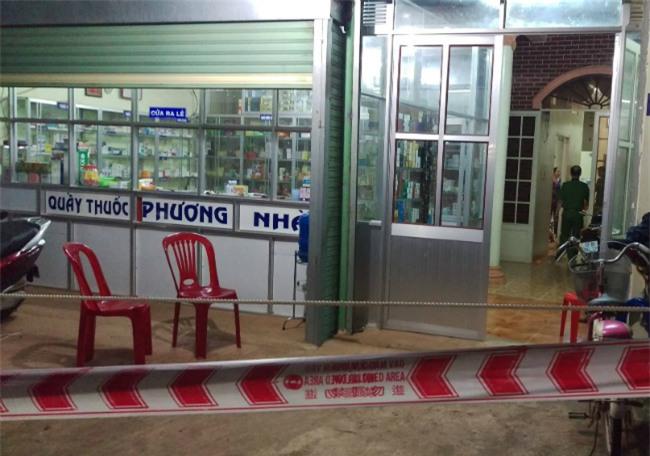 dong nai: thai phu voi bo chong bi dam thuong vong trong tiem thuoc - 1