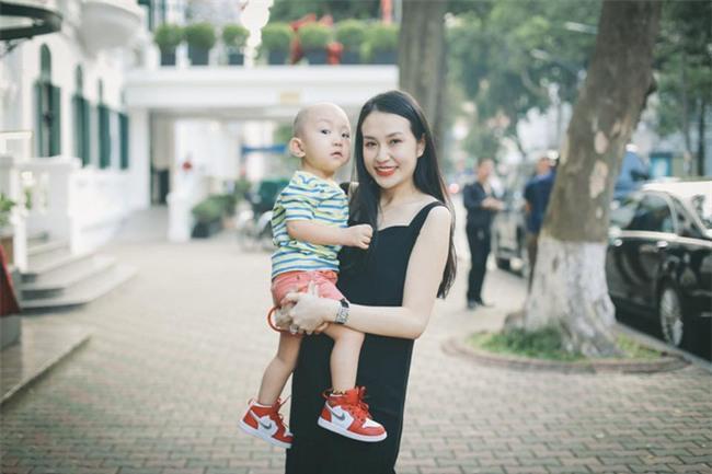 Hương Baby vợ ca sĩ Tuấn Hưng, từ cô PG đen nhẻm tới nữ doanh nhân gợi cảm, sành điệu - Ảnh 15.