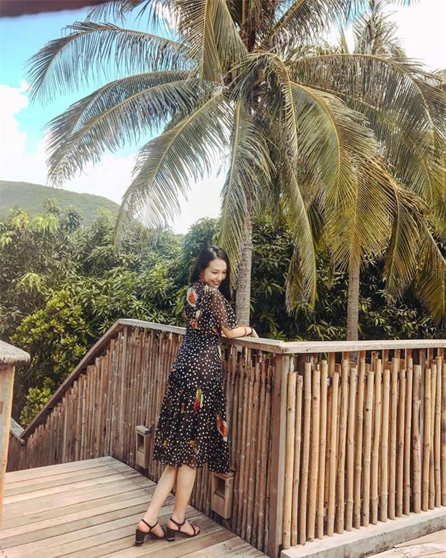 Hương Baby vợ ca sĩ Tuấn Hưng, từ cô PG đen nhẻm tới nữ doanh nhân gợi cảm, sành điệu - Ảnh 20.