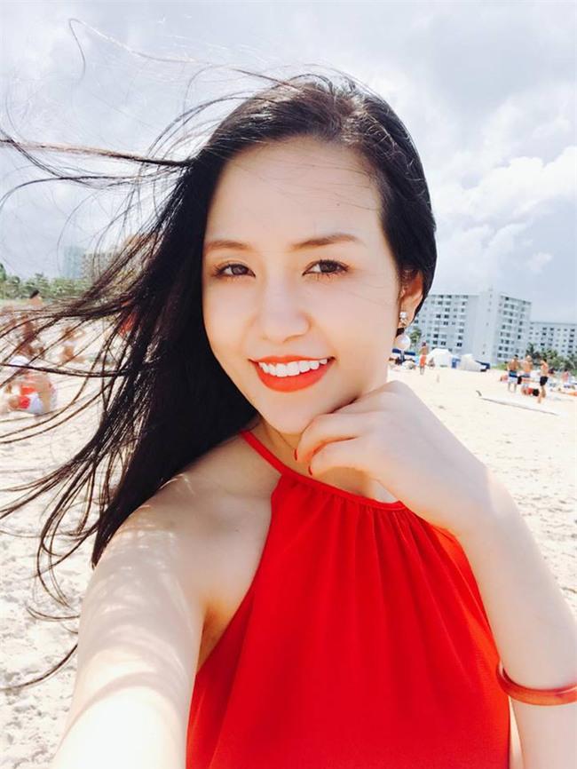Hương Baby vợ ca sĩ Tuấn Hưng, từ cô PG đen nhẻm tới nữ doanh nhân gợi cảm, sành điệu - Ảnh 2.