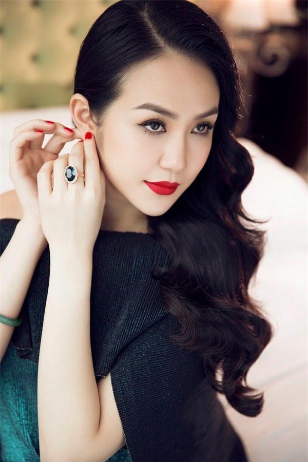 Hương Baby vợ ca sĩ Tuấn Hưng, từ cô PG đen nhẻm tới nữ doanh nhân gợi cảm, sành điệu - Ảnh 7.