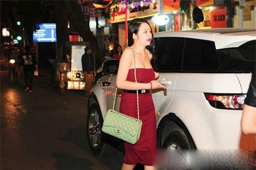 Hương Baby vợ ca sĩ Tuấn Hưng, từ cô PG đen nhẻm tới nữ doanh nhân gợi cảm, sành điệu - Ảnh 8.