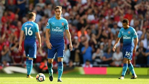 Arsenal bị chỉ trích là những kẻ hèn nhát