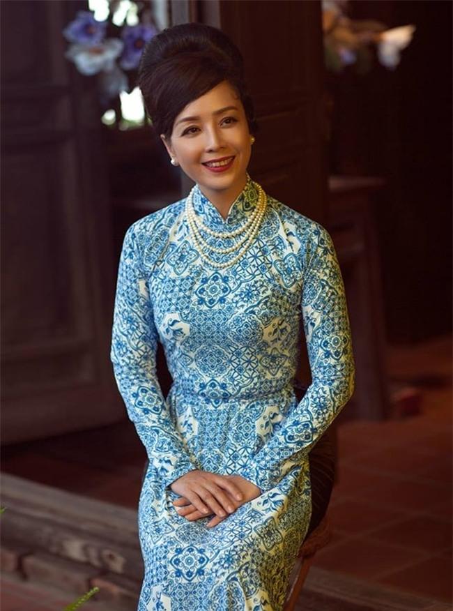 """bi mat vong eo """"khong tuong"""" du da len chuc ba ngoai cua dien vien chieu xuan - 4"""