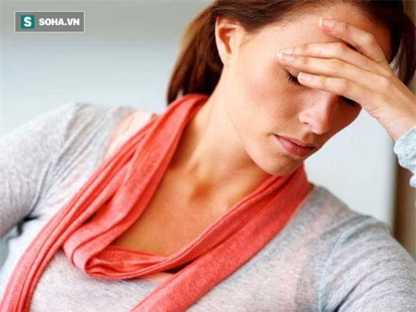 Nước tiểu có bọt: Dấu hiệu báo động không thể bỏ qua - Ảnh 5.