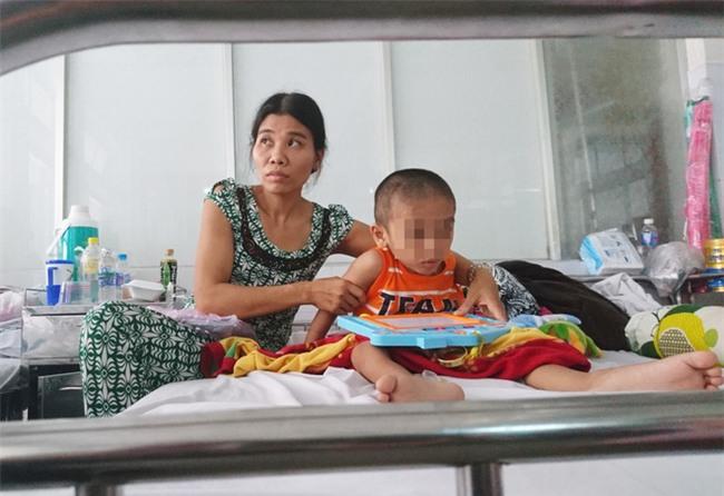Người mẹ bất lực nhìn con trai 5 tuổi phải cắt thực quản, nửa người bị liệt hoàn toàn - Ảnh 6.