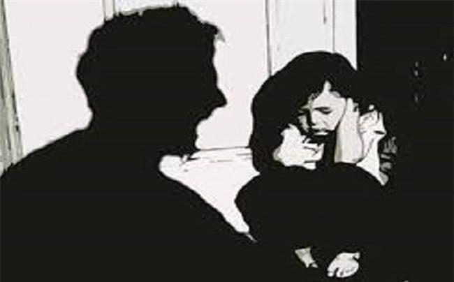 Cô gái bật khóc kể về ông bố nghiện rượu: bắt đem gạo đổi rượu, không đi bị cầm dao rượt, phải ngủ nhà hoang - Ảnh 2.