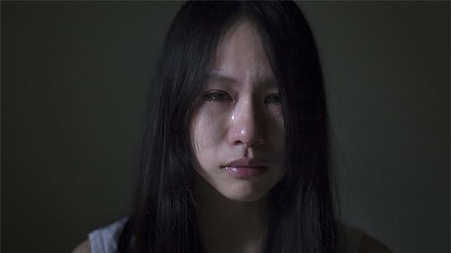 Cô gái bật khóc kể về ông bố nghiện rượu: bắt đem gạo đổi rượu, không đi bị cầm dao rượt, phải ngủ nhà hoang - Ảnh 7.
