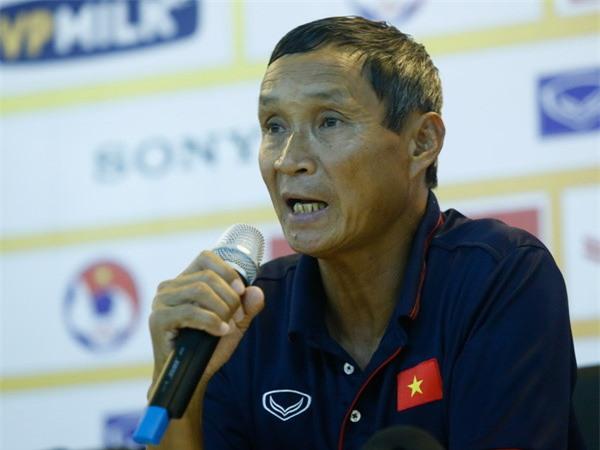 HLV Mai Đức Chung tạm thời dẫn dắt tuyển nam trong khi VFF tìm kiếm HLV mới thay thế ông Hữu Thắng. Ảnh: Thanh Hà