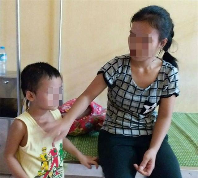 """an gi cung khong beo, di kham phat hien trong co the be trai 4 tuoi co """"sinh vat la"""" - 2"""