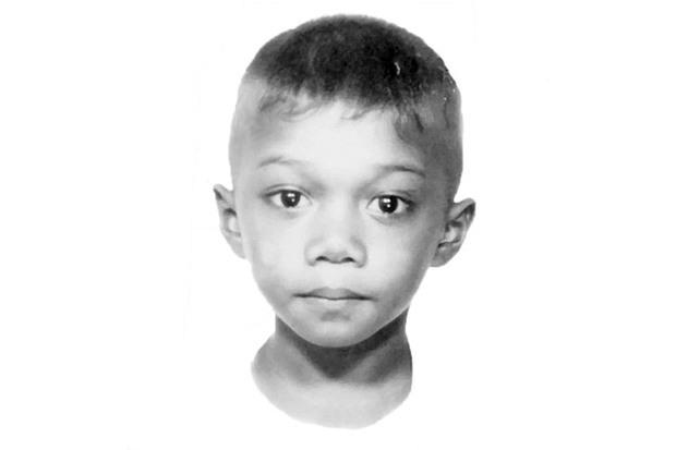 Lạc mẹ ngay giữa chợ, cậu bé 5 tuổi gặp được một người tài xế và cuộc đời em thay đổi từ đây - Ảnh 1.